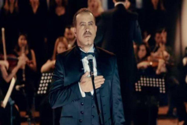 Haluk Levent'ten muhteşem 'İzmir Marşı' performansı