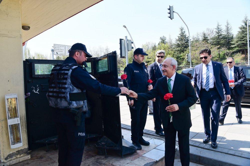 Kılıçdaroğlu, 10 Nisan Polis Bayramı'nı kutladı