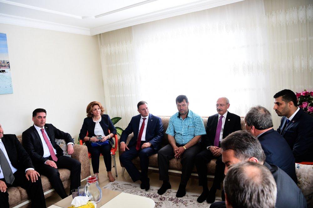 Kılıçdaroğlu, şehit Fatma Avlar'ın ailesini ziyaret etti