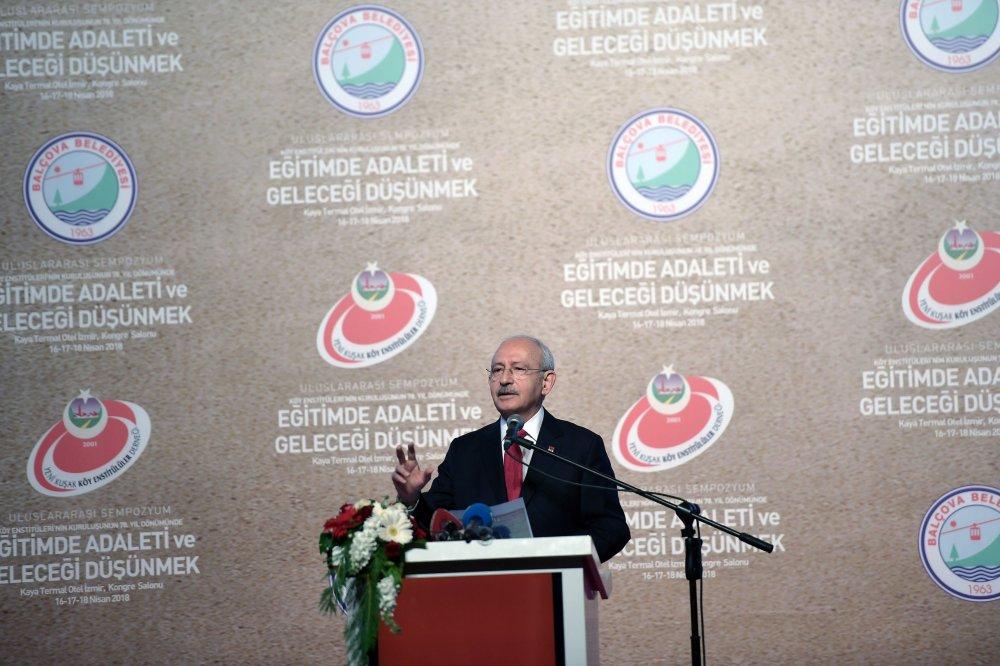 Kılıçdaroğlu, İzmir Balçova'da 'Eğitimde adaleti ve geleceği düşünmek' başlıklı toplantıya katıldı
