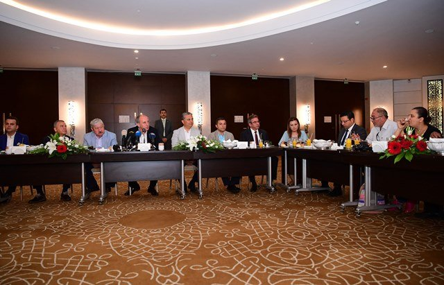 Muharrem İnce Antalya'da basın mensuplarıyla kahvaltıda buluştu