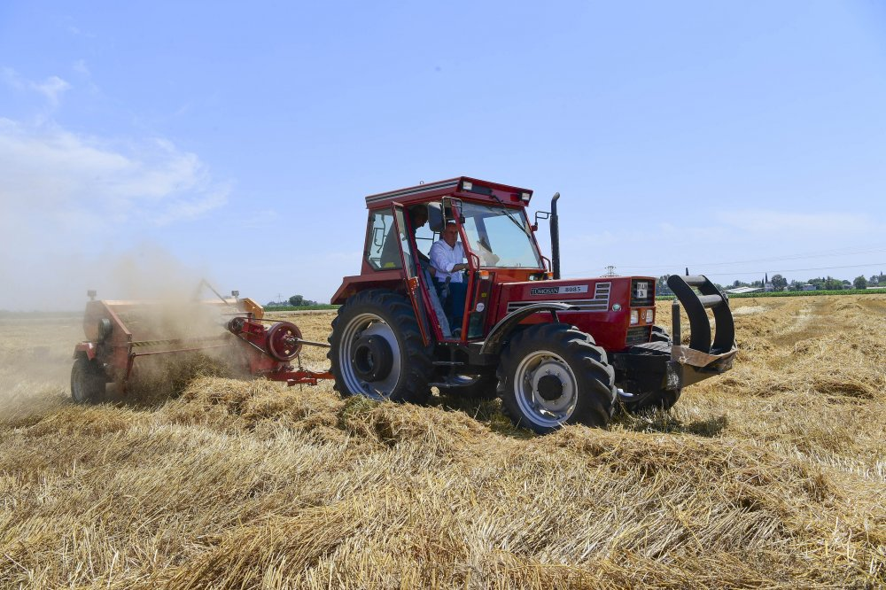 Muharrem İnce, Çukurova'da traktör kullandı
