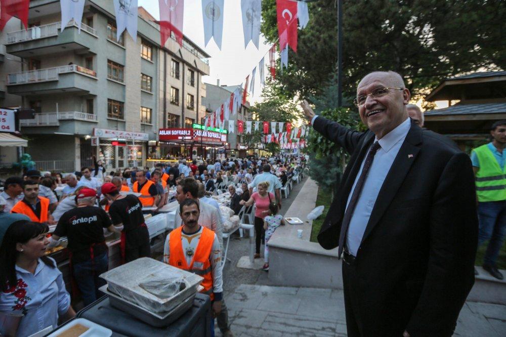 Kılıçdaroğlu, Yenimahalle sakinleriyle iftarda buluştu
