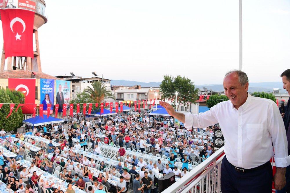 Muharrem İnce, Aydın'ın Çeştepe'de toplu iftar yemeğine katıldı