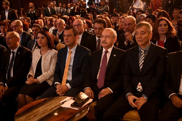 KIılıçdaroğlu, 14. Eczacılık Kongresi'nde konuştu