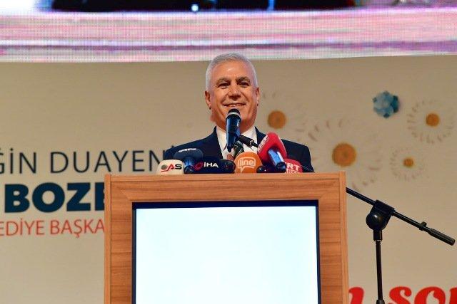 Kılıçdaroğlu, CHP Bursa Büyükşehir Belediye Başkan Adayı Mustafa Bozbey'in tanıtım toplantısına katıldı
