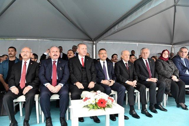 Kılıçdaroğlu Samsun'daki 19 Mayıs resmi törenine katıldı