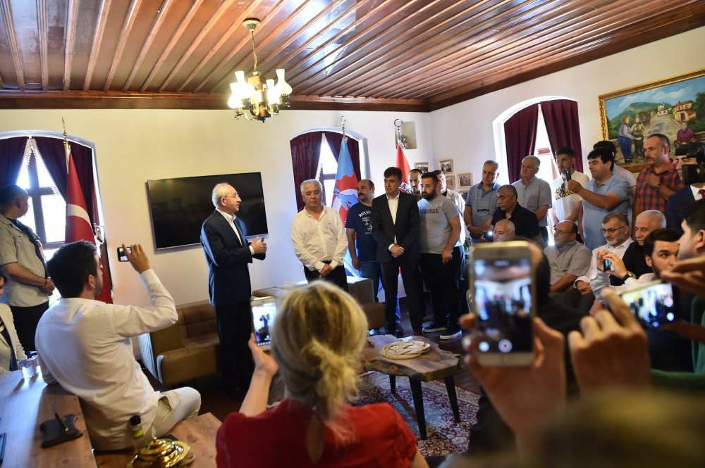 Kılıçdaroğlu, Marmara Bölgesi Manav Türkleri Dernekleri Federasyonu'nu ziyaret etti