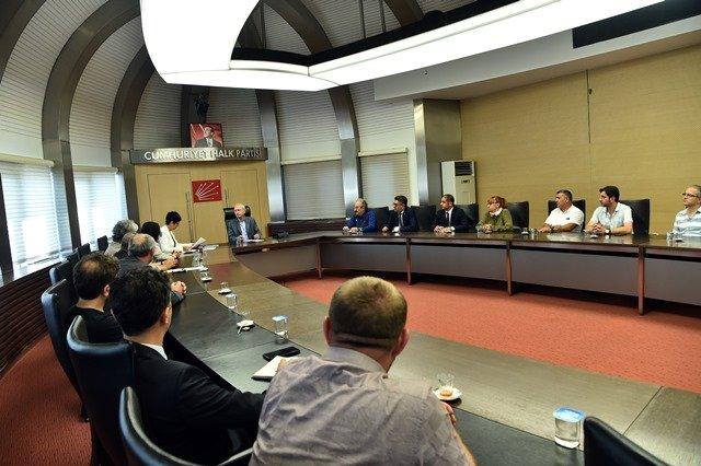 Kılıçdaroğlu, Mimarlar Odası Ankara Şube Başkanı ve beraberindeki heyetle görüştü