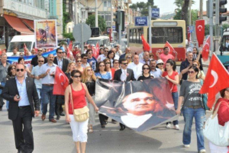 Buca'da 19 Mayıs Bayramı'na sivil kutlama