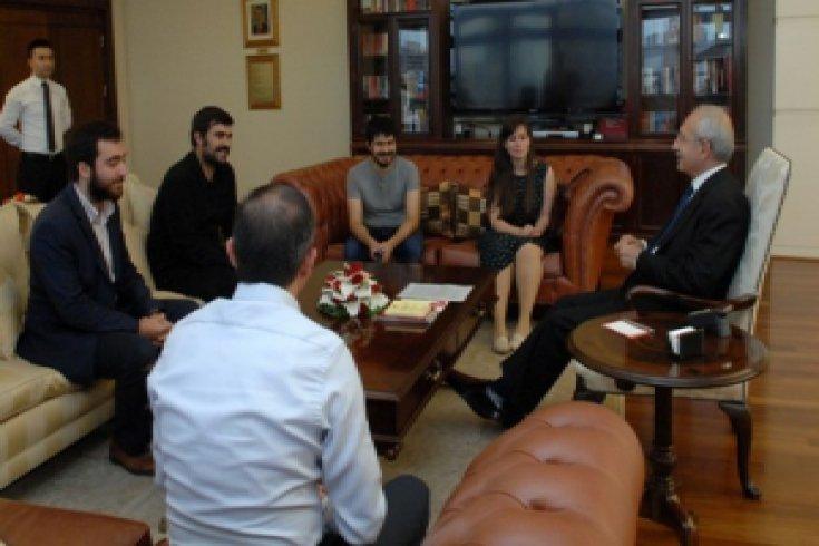 CHP Genel Başkanı Kemal Kılıçdaroğlu Fikir Kulüpleri Federasyonu temsilcilerini makamında kabul etti