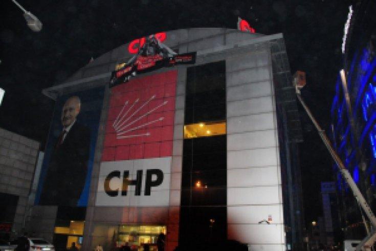 CHP ile Polis arasında pankart gerilimi