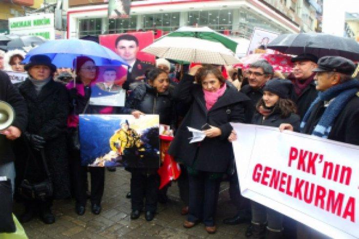 CHP'li Güler Sessiz Çığlık eylemindeydi
