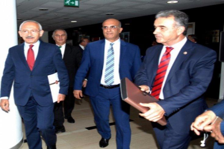 Cumhuriyet Halk Partisi Genel Başkanı Kemal Kılıçdaroğlu, TBMM 25.Dönem CHP Milletvekilleri ile Genel Merkez'de bir araya geldi.