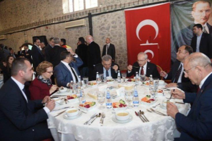 Cumhuriyet Halk Partisi Genel Başkanı Kemal Kılıçdaroğlu İzmir İl Örgütüyle yemek yedi