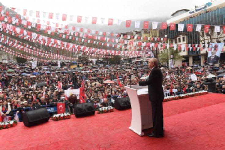 Cumhuriyet Halk Partisi Genel Başkanı Kemal Kılıçdaroğlu,referandum kampanyasının ilk mitingini Amasya'da gerçekleştirdi