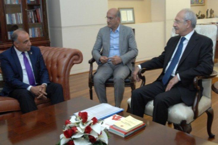 Kılıçdaroğlu, Birleşik Kamu-İş Konfederasyonu Genel Başkanı ve beraberindekileri kabul etti