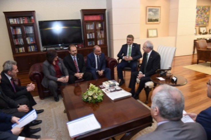 Kılıçdaroğlu, Birleşik Kamu-iş Konfederasyonu bileşenleri ile görüştü