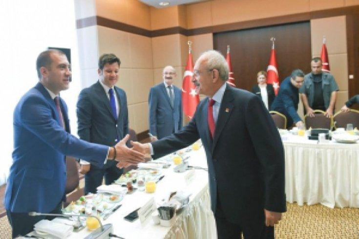 Kılıçdaroğlu, gazetelerin Ankara Temsilcileriyle buluştu