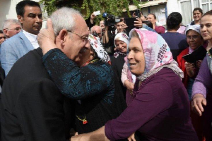 Kılıçdaroğlu, miting öncesi halkla kucaklaştı