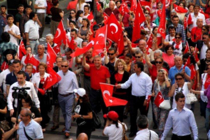 Karşıyaka'da 19 Mayıs coşkusu caddelere sığmadı