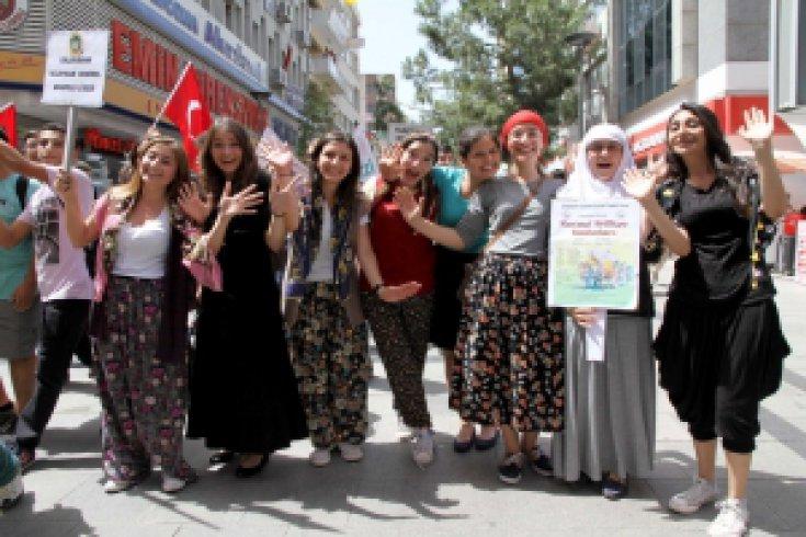 Karşıyaka'da Geleneksel Cahit Atay Liselerarası Tiyatro Şenliği