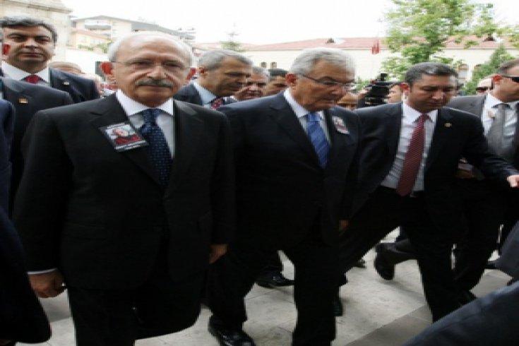 Kemal Kılıçdaroğlu ,Cüneyt Arcayürek'in cenaze törenine katıldı