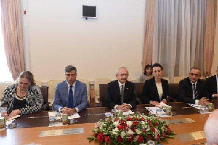 Kılıçdaroğlu, AGITPA heyeti ile görüştü