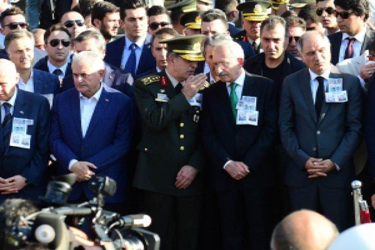 Kılıçdaroğlu, Ankara'da Darbe Girişimi Şehitleri cenazesinde
