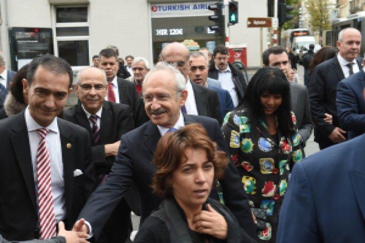 Kılıçdaroğlu, Brüksel'de Türk Mahallesinde