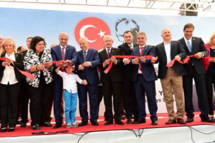 Kılıçdaroğlu, Bülent Ecevit Yüzme Havuzu ve Spor Tesisi açılışını gerçekleştirdi.