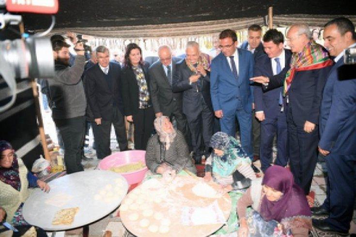 Kılıçdaroğlu, Bursa'nın Orhaneli ilçesinde  halkla bir araya geldi