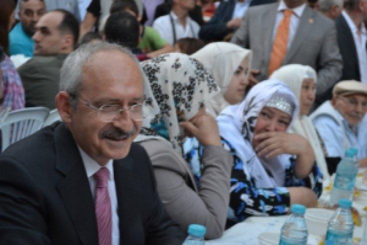 Kılıçdaroğlu, CHP Zeytinburnu İlçe Örgütüyle iftarda