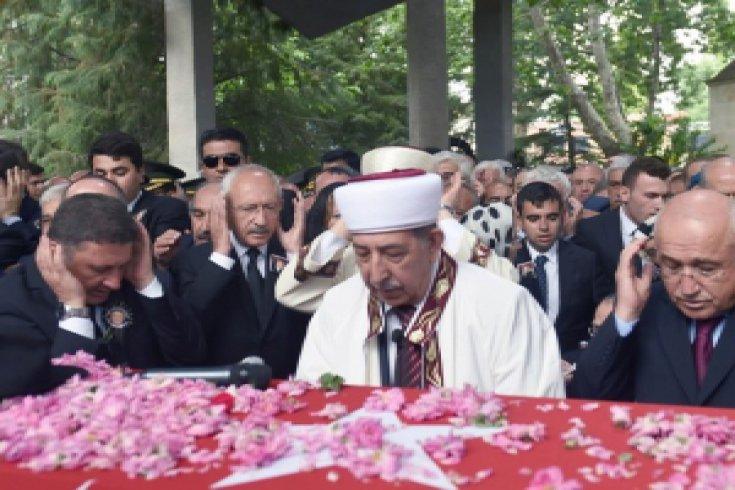 Kılıçdaroğlu, Demirel'in Isparta'nın memleketinde düzenlenen cenaze namazı ve defin törenine katıldı