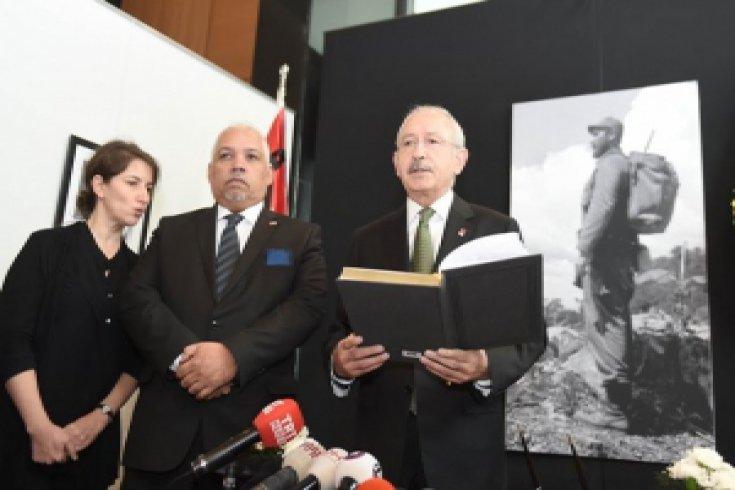 Kılıçdaroğlu, elçilikte Fidel Castro adına açılan taziye defterini imzaladı
