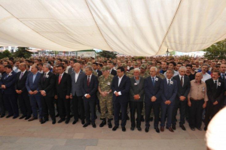 Kılıçdaroğlu, Erzincan'da Er Fatih Çaybaşı'nın cenaze törenine katıldı