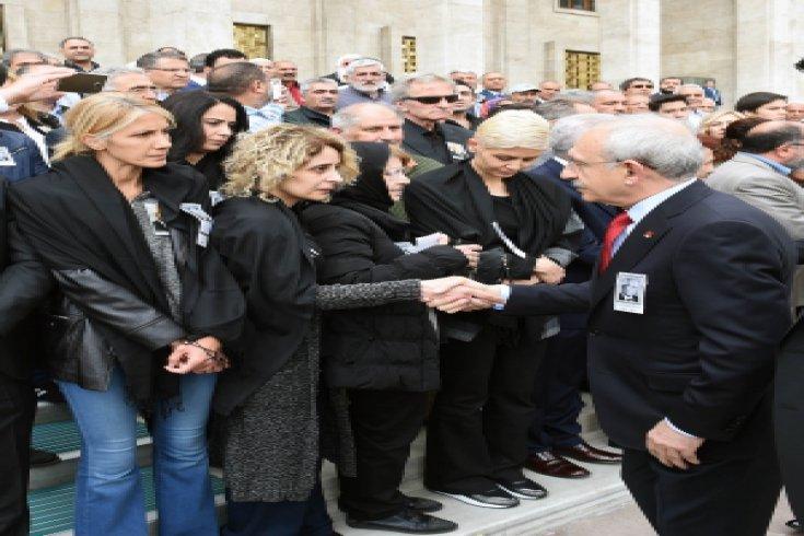 Kılıçdaroğlu, eski  Mersin Milletvekili Ekin Dikmen'in cenaze törenine katıldı
