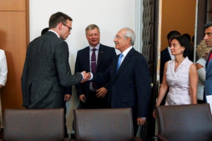 Kılıçdaroğlu Estonya Dışişleri Bakanı Sven Mikser ile görüştü