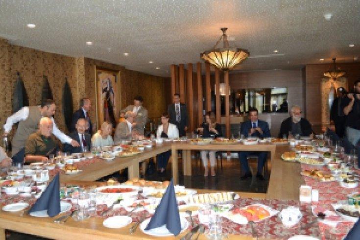 Kılıçdaroğlu, gazetecilerle kahvaltıda