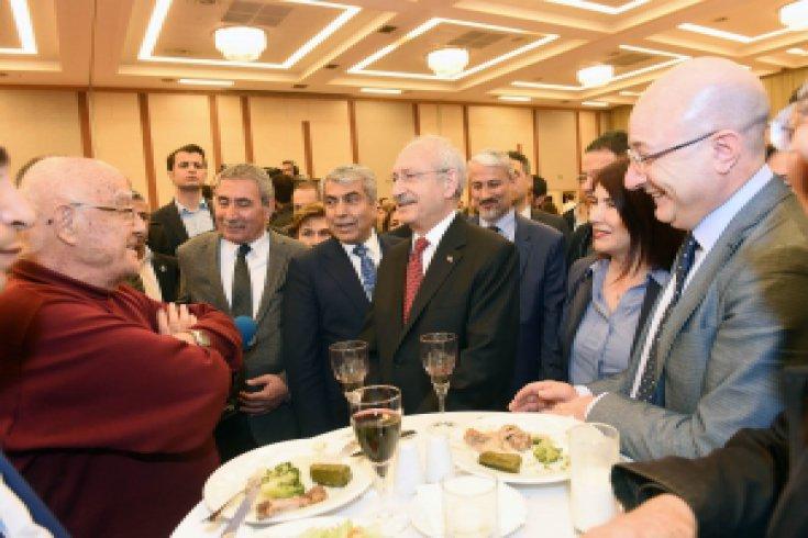 Kılıçdaroğlu, 'Gönüllü Avukatların' düzenlediği resepsiyona katıldı
