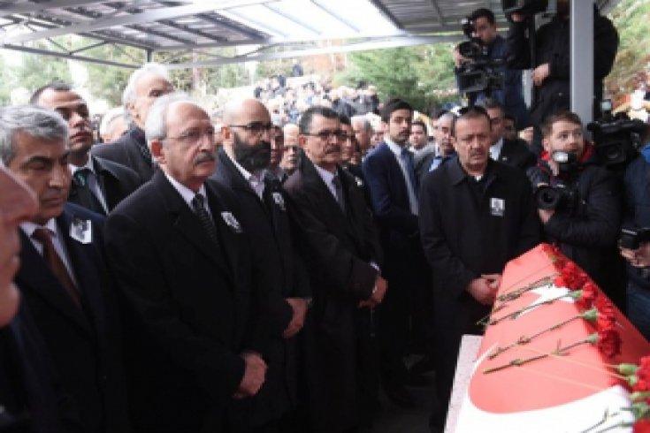 Kılıçdaroğlu, İbrahim Arıkan'ın cenaze törenine katıldı.