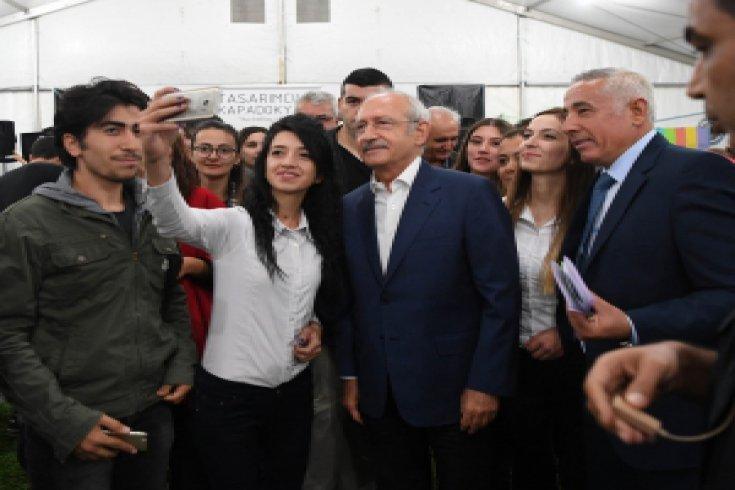 Kılıçdaroğlu, Kapadokya'da genç tasarımcılarla buluştu