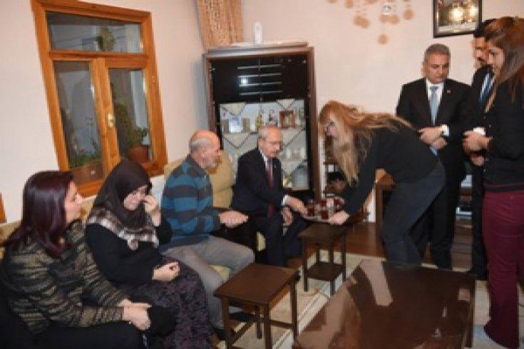 Kılıçdaroğlu, şehit Burak Türkoğlu'nun ailesini ziyaret etti