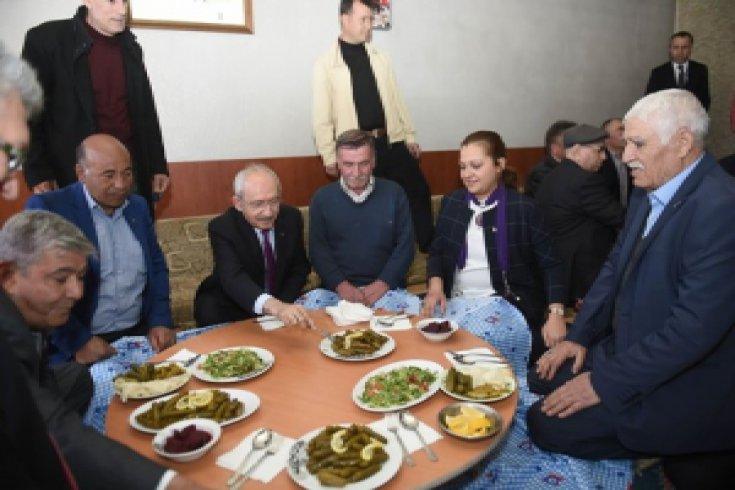 Kılıçdaroğlu, Susuz Köylüleriyle bir arada