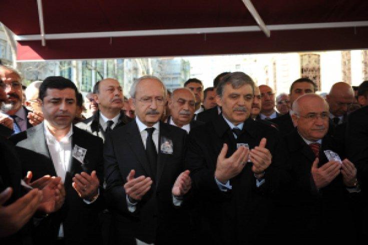 Kılıçdaroğlu, Yaşar Kemal'i Uğurladı