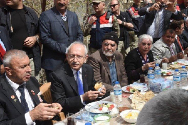 Kılıçdaroğlu,Kahramanmaraş'ın Elmalı Köyünü ziyaret etti