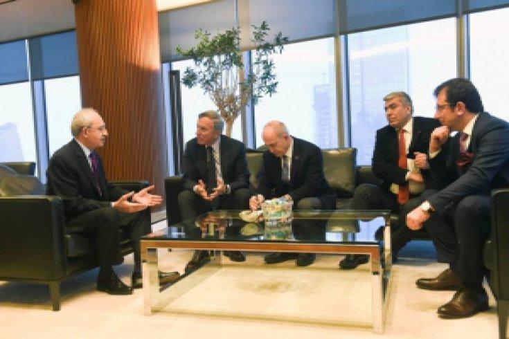 Kılıçdaroğlu'ndan Eczacıbaşı Holding'e taziye ziyareti
