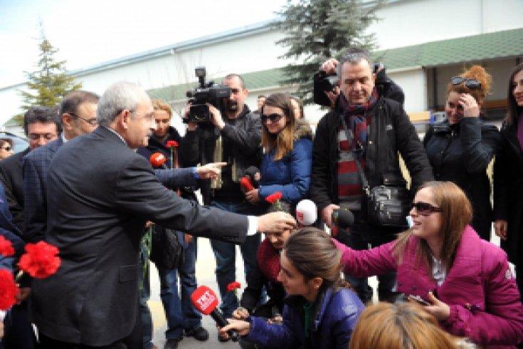 Kılıçdaroğlu'nun, çorap fabrikası ziyareti