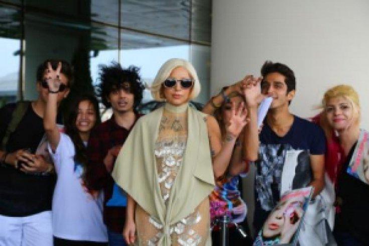 Lady Gaga'nın gelişi de gidişi de olay oldu