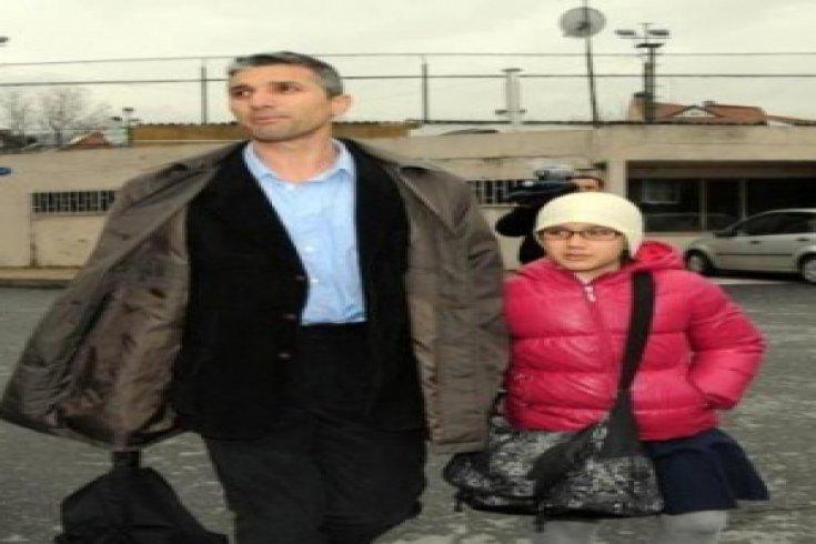 Nedim Şener kızını okula götürdü